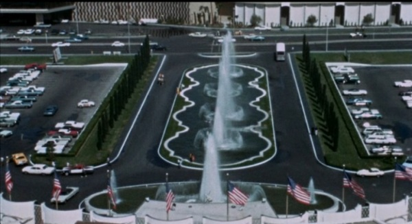 The fountains=still there!