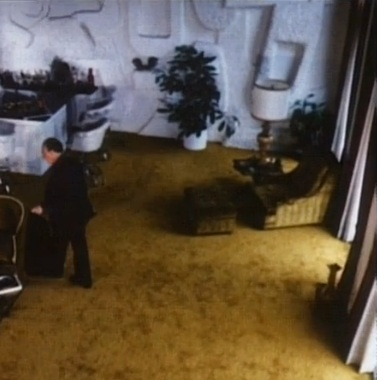 That wall...that carpet...70s-tastic indeed.