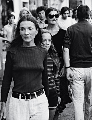 A very nippy Lee shopping with Jackie in the 70s...60s fashion plate Lee would've never been see out and about like this.